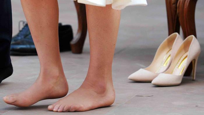 Kate Middleton se sacó los zapatos en India