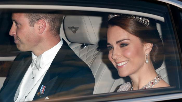 Kate Middleton y el Príncipe William en el coche