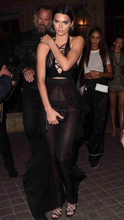 Kendall Jenner en La Reserve Paris Hotel and Spa en París