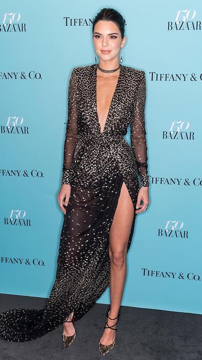 Kendall Jenner posando en el aniversario de la revista Harper's Bazaar