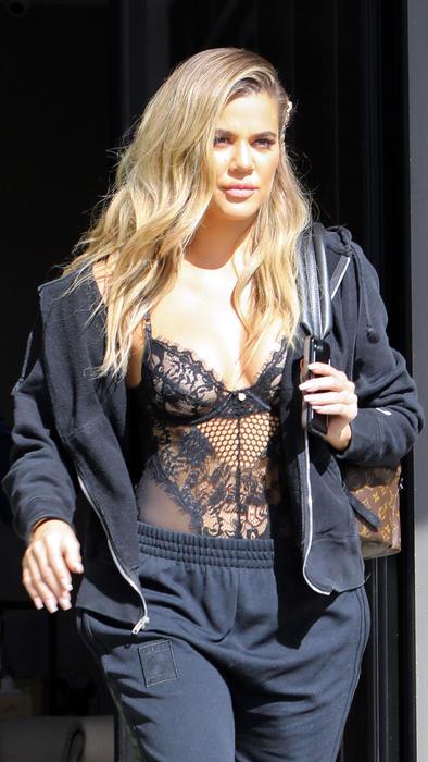 Khloé Kardashian se puso un sexy y escotado bodysuit de encaje ... 32d10ca92dae