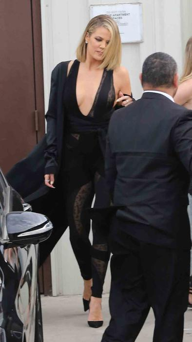 Khloé Kardashian saliendo de un estudio en Los Ángeles