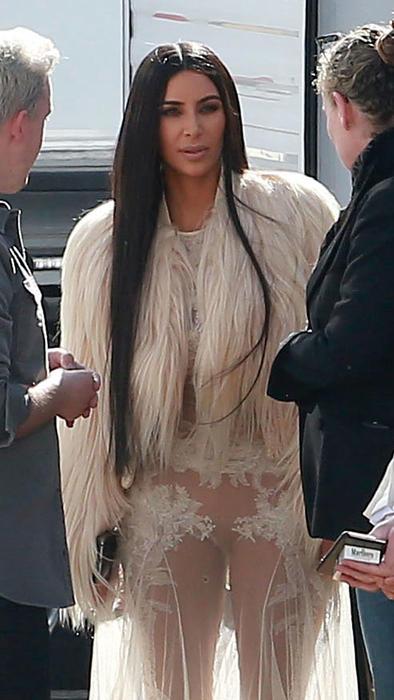 Kim kardashian vestido preto transparente