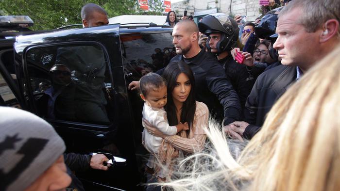 Kim Kardashian, North West y Kanye West salieron de Armenian St. James Cathedral en Jerusalén