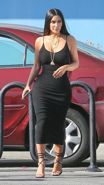 Vestido negro de tirantes pegado