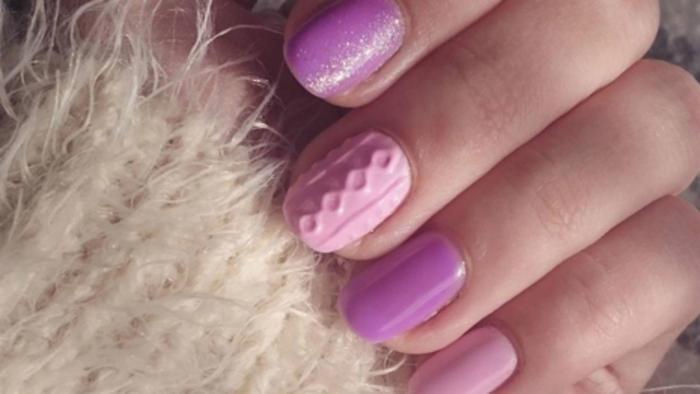 Manicure con esmaltes rosas