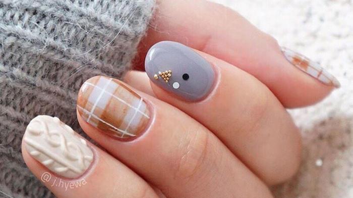 Manicure en colores crema y gris