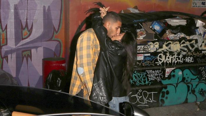Kourtney Kardashian besando a su novio