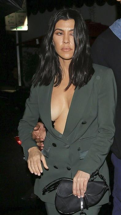 Kourtney Kardashian con blazer