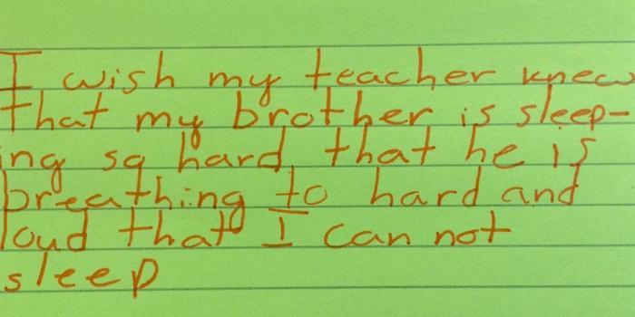 Maestra Kyle Scwartz comparte notas de sus estudiantes en #IWishMyTeacherKnew, este niño no duerme porque su hermano ronca