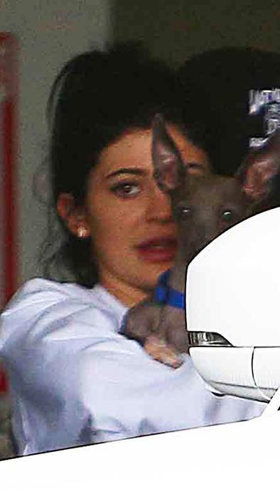 Kylie Jenner sin maquillaje en Beverly Hills