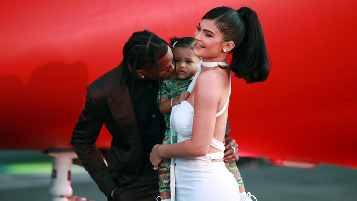 "Kylie Jenner, Travis Scott y su hija Stormi Webster en la presentación del documental ""Look Mom I Can Fly"" 2019"