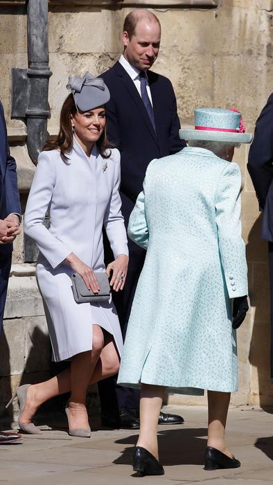 Los duques de Cambridge y la reina Elizabeth II