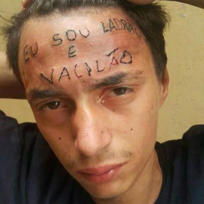 Quieren borrarle el tatuaje a este ladrón.