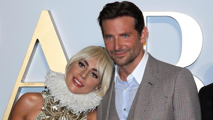 """Lady Gaga y Bradley Cooper en la premier de Reino Unido de """"A Star Is Born"""" en septiembre de 2018"""