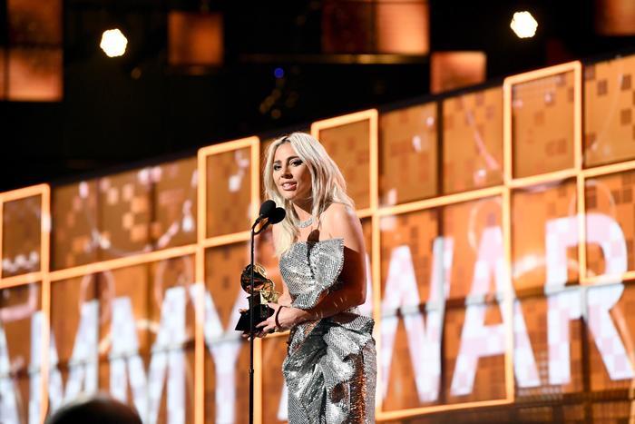 Lady Gaga recibe su premio Grammy 2019. 61st Annual GRAMMY Awards - Inside