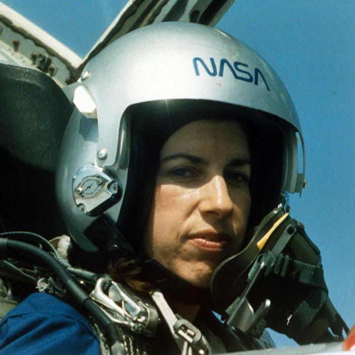 Ellen Ochoa en un entrenamiento de la NASA