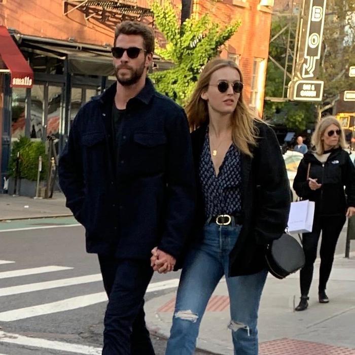 Liam Hemsworth y Maddison Brown paseando por NY