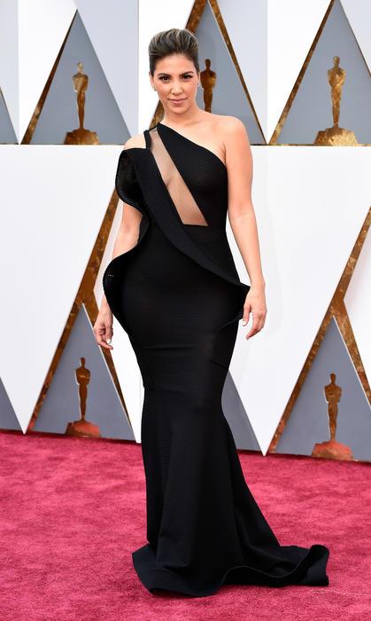 Liz Hernandez en la alfombra de los Oscar 2016