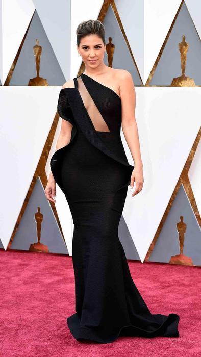 Liz Hernandez en la alfombra roja de los Oscar 2016