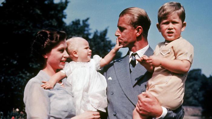 La reina Elizabeth II y su familia