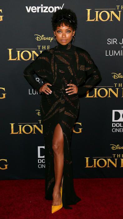 Logan Brownin en la alfombra roja de The Lion King