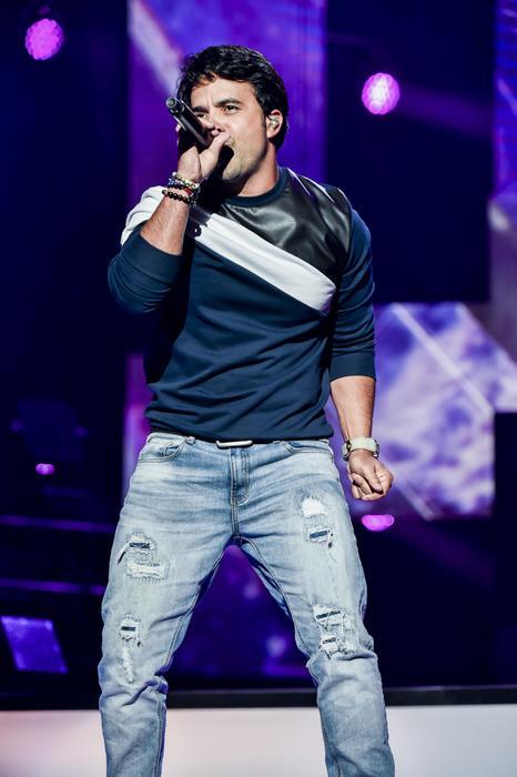 Luis Fonsi en el ensayo de Premios Billboard 2015