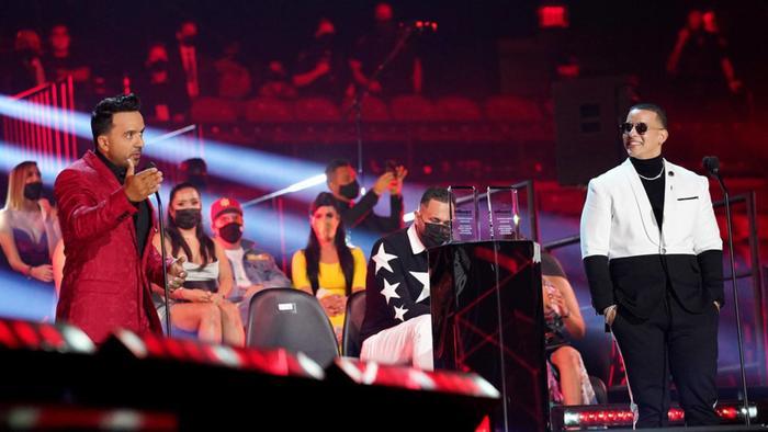 Luis Fonsi y Daddy Yankee en los Premios Billboard 2020