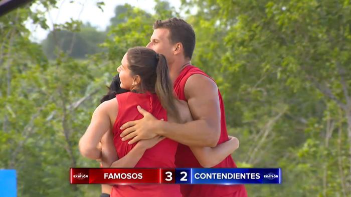 Mack Roesch abraza a Norma Palafox