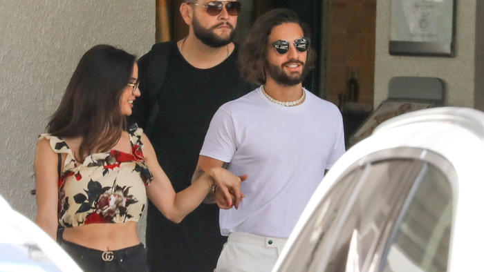 Maluma de la mano con su novia en Miami