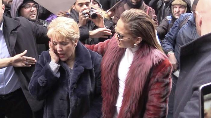 ¿Jennifer Lopez adelanta vestido de novia?