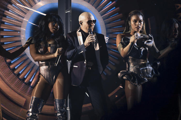 Pitbull con Fifth Harmony