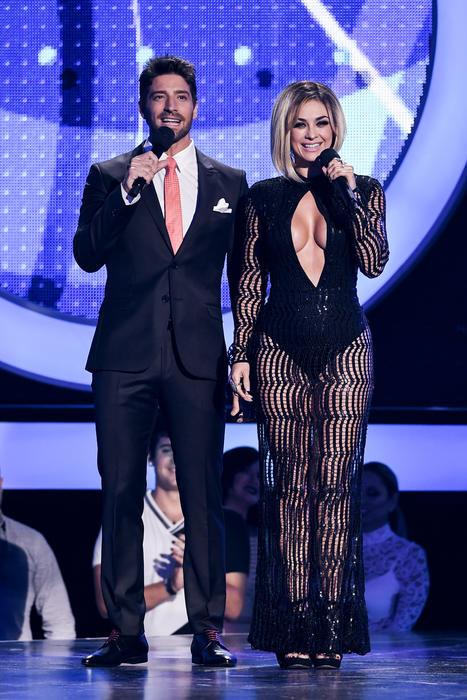 Aracely Arámbula y David Chocarro, presentadores Premios Tu Mundo, 2016