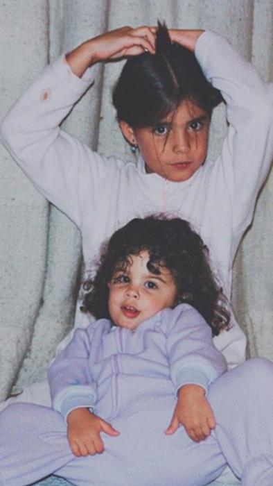 Hermanas Levy de niñas posando