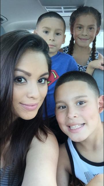 Mayra Machado y sus hijos