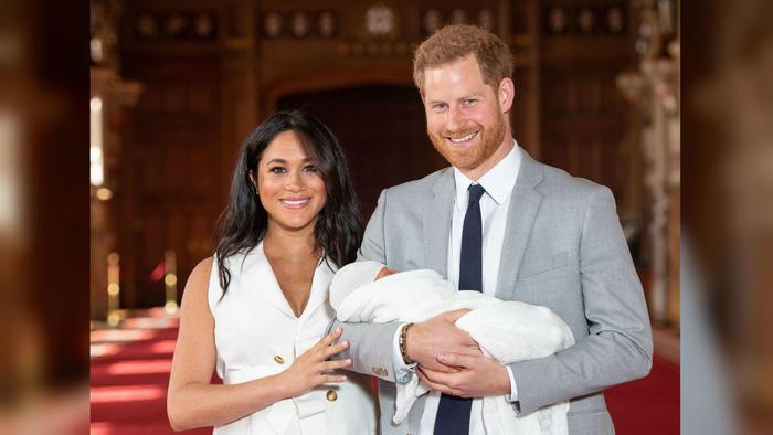 Meghan Markle y el príncipe Harry con su primogénito