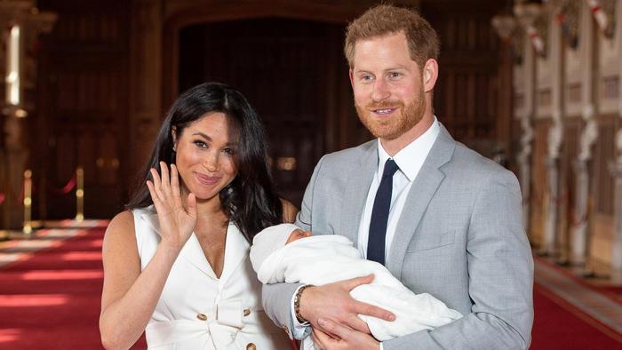 Meghan Markle con el príncipe Harry y su hijo