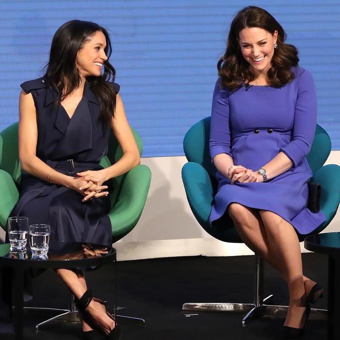 Meghan Markle y Kate Middleton sonriendo