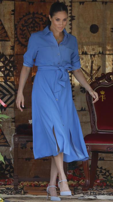 Meghan Markle con vestido azul