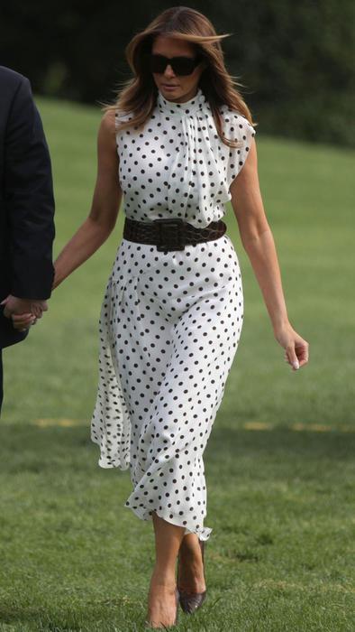 Melania Trump con un vestido de lunares