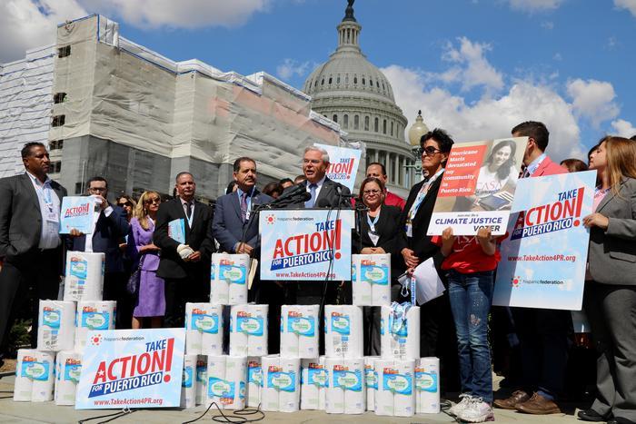 """Líderes demócratas del Congreso y activistas afines exigen el pronto desembolso de ayuda pendiente para la reconstrucción de Puerto Rico, en el segundo aniversario del devastador paso del huracán """"María"""" en la isla."""
