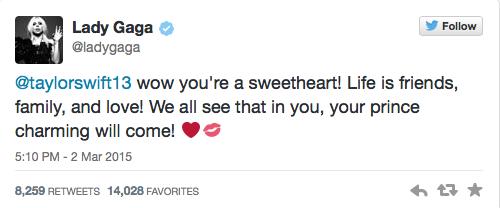 Mensaje que le escribió Lady Gaga a Taylor Swift donde dice que su Prince Charmin llegará pronto.