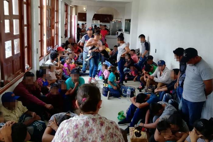 Había 163 personas de nacionalidad guatemalteca (72 menores y 91 adultos); 37 de nacionalidad hondureña (19 menores y 18 adultos); y 27 salvadoreños (21 menores y 6 adultos).