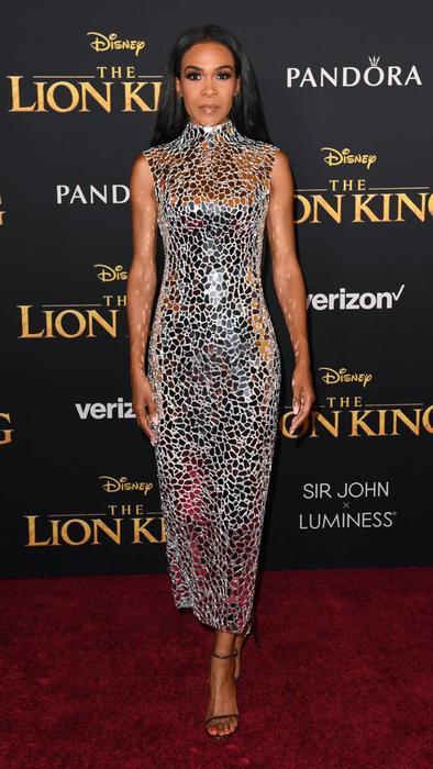 Michelle Williams en alfombra roja The Lion King