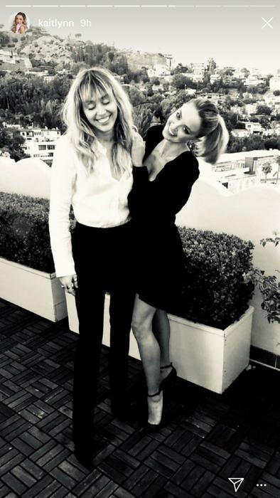 Miley Cyrus con Kaitlynn Carter