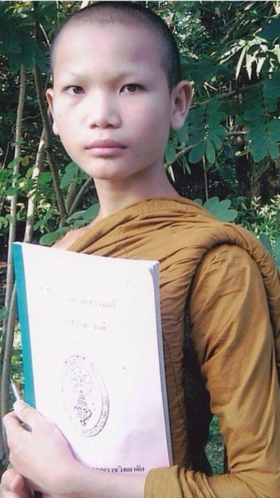 Mimi Tao vestida como monje budista