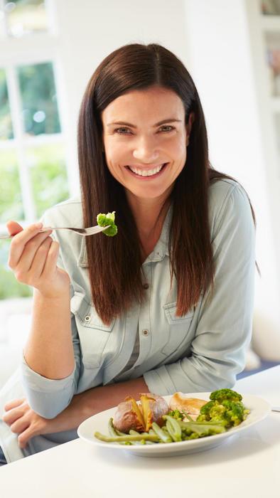 Mujer con ensalada