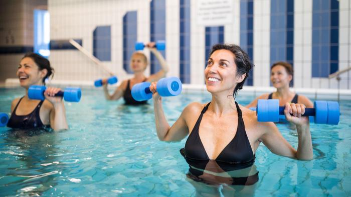 Mujer en piscina