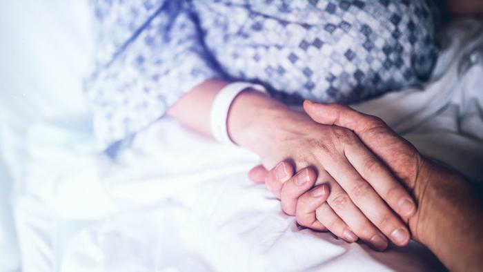Mujer en hospital