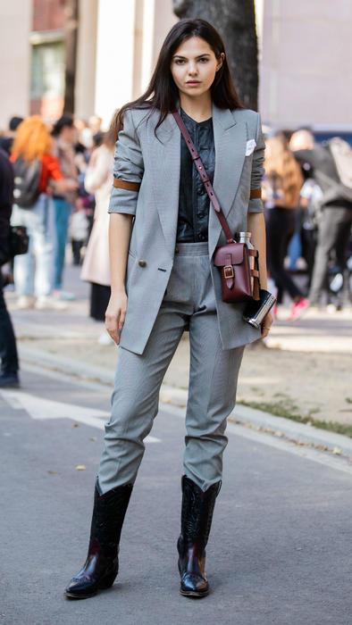 Mujer usando botas